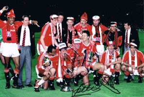 Multi signed Manchester United 1990 Photo