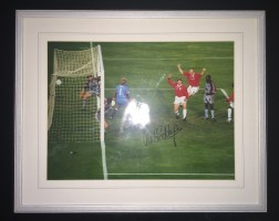 Signed and framed Ole Gunnar Solskjaer Manchester United 1999 Photo